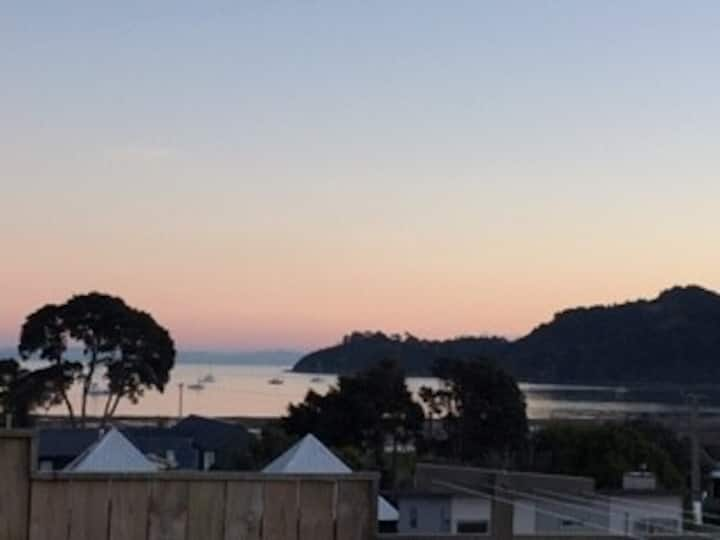 Perfect Location & Sunset Seaviews in Oneroa