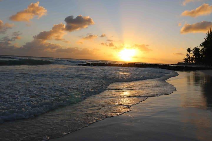 Barbados island retreat, cottage near Dover beach