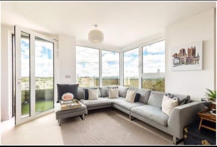 FulhamChelsea Corner Balcony Penthouse-Sunrise+set