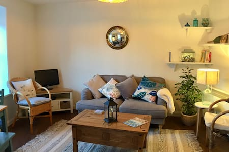 The Oyster Bed - cosy 2 bedroom flat Emsworth
