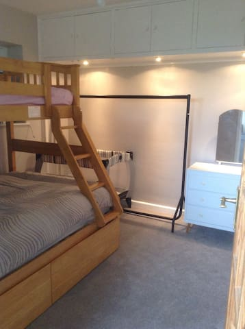 Double room, triple bunk, sleeps 3 - West Chiltington - House