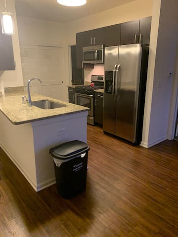 Newer Apartment with SS Appliance. 1bed/1bath!