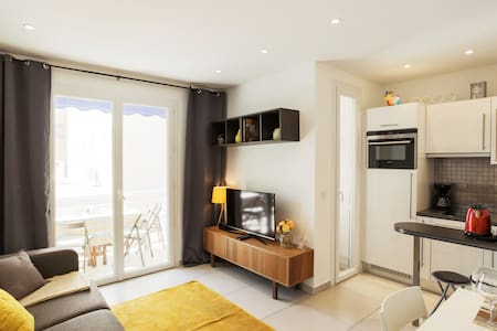 2 Rooms Sunny flat with terrace face Bijou plage