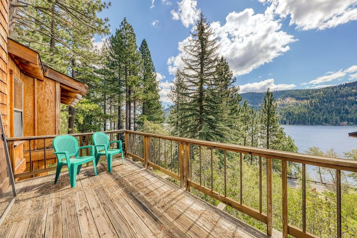 Comfortable and large family cabin with lake and mountain views!