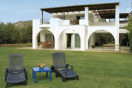Holiday apartment with 2 bedrooms on 85m² in Ermioni