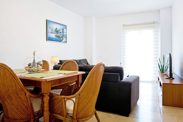 Malaga City Center Apartment 6p + FREE PARKING