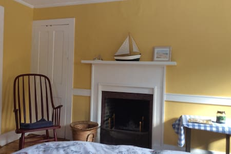 Large room in Historic home. - Dover - Casa