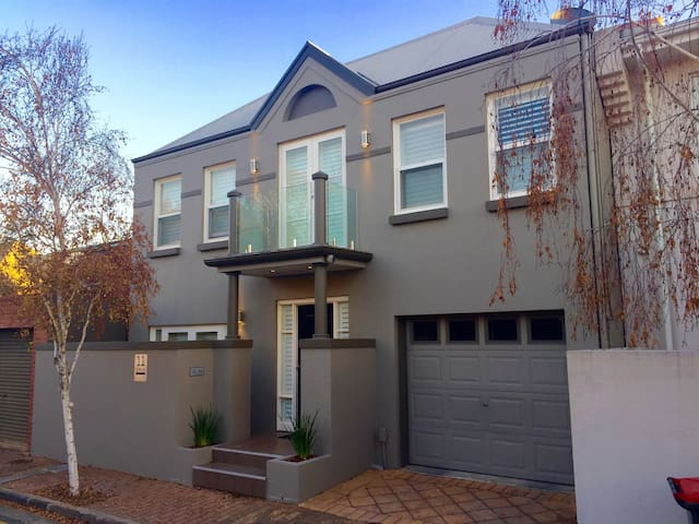 Large Bedroom, Sunny, Quiet, North Adelaide Pad