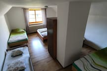 bedrrom upstairs : 4 beds + 1child bed