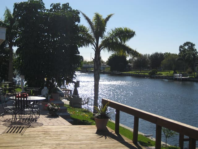 Beautiful Canal View / 3 bdrm Home - North Port - Σπίτι