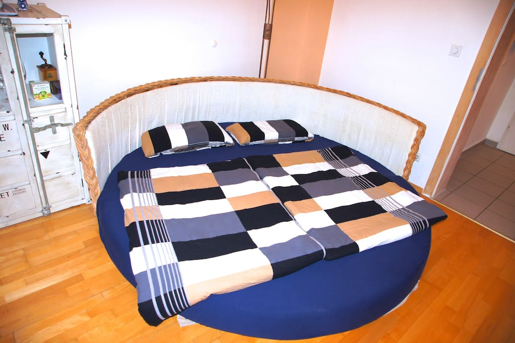 sofa-bed fold out: size 200x200