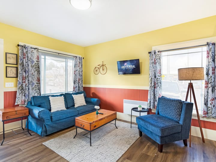<b>NEW LISTING!! DOWNTOWN FRIDAY HARBOR!! </b>(Cozy Corner Suite #1)