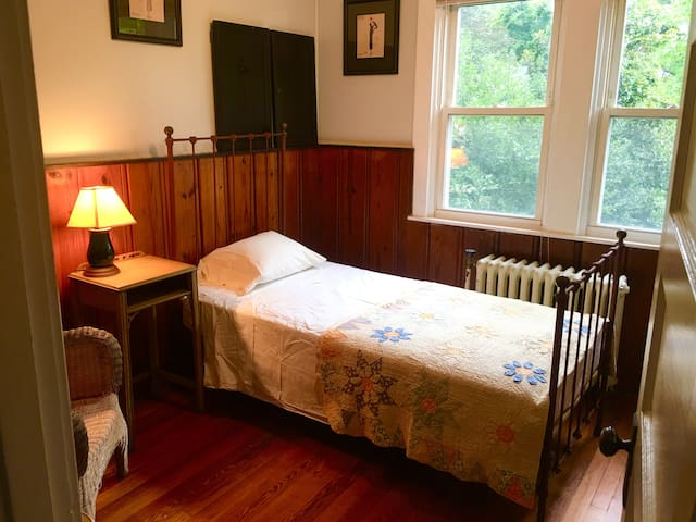 A Cottage Room in Presidents Hill