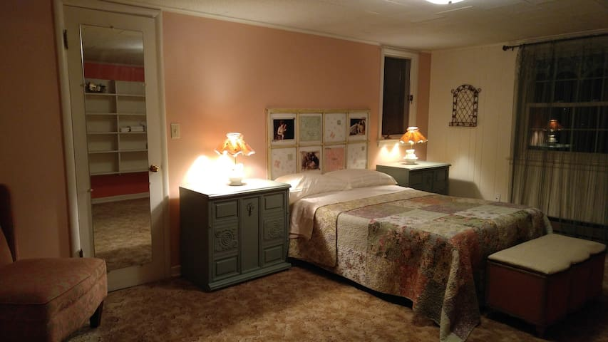 $130wk Near OIT & Sky Lakes Medical Center Room #5 - Klamath Falls - House