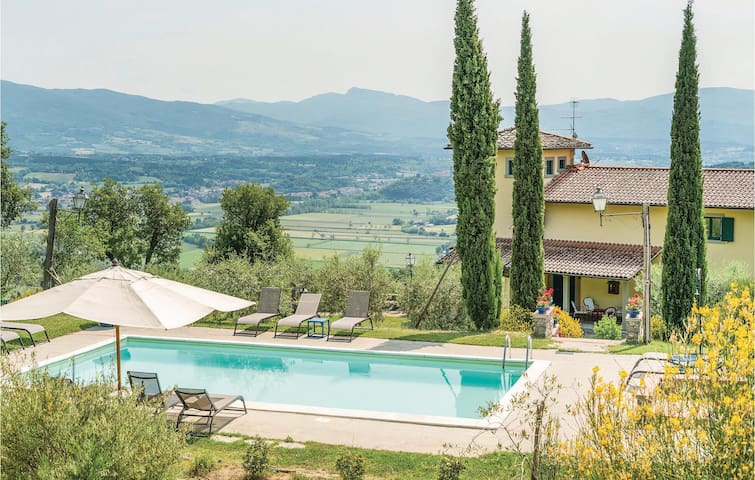 Holiday cottage with 4 bedrooms on 330m² in Poppi (AR)