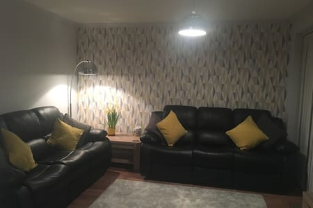 Large house near NEC, BHX and central Coventry - 考文垂(Coventry) - 獨棟