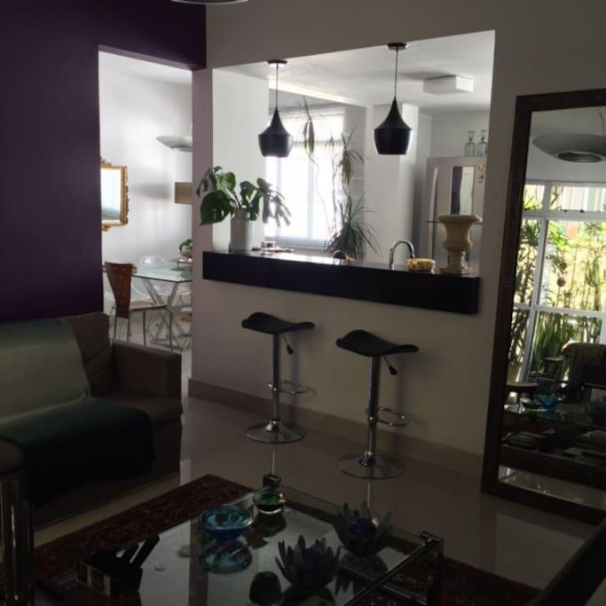 Integração das salas com a cozinha.