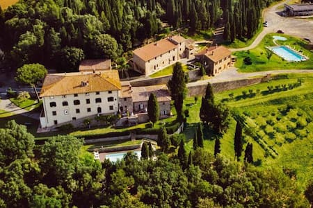 10th century country apartment with view and pool - Gambassi Terme - Lägenhet