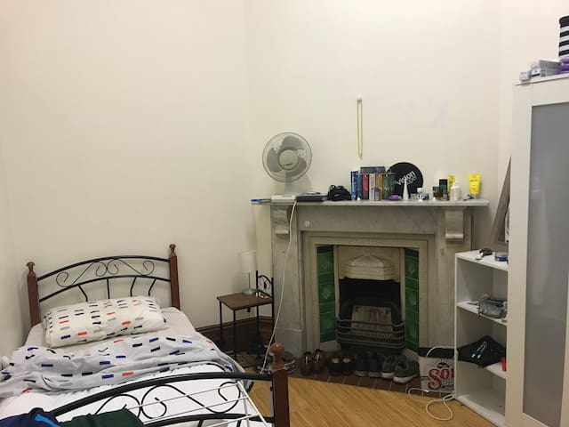 Private one-person bedroom in Carlton Melbourne