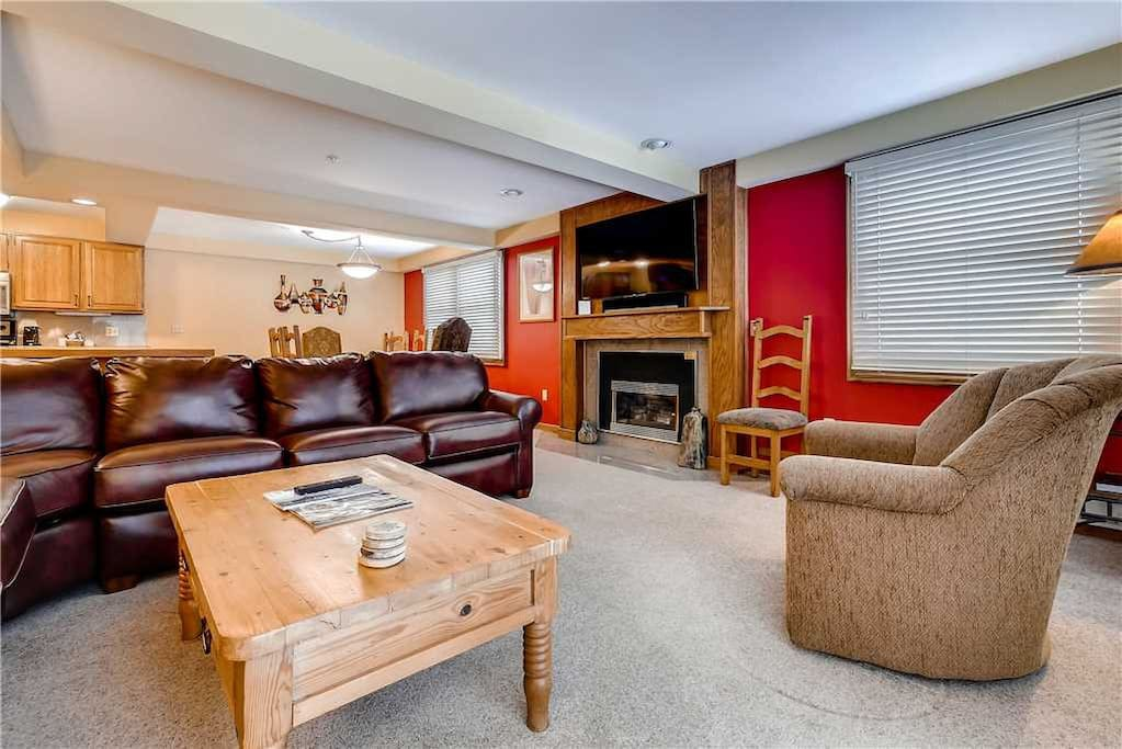 Couch,Furniture,Fireplace,Hearth,Chair