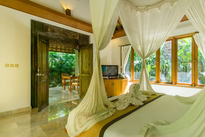 Ubud Suite room  with kitchen at Villa Sonia