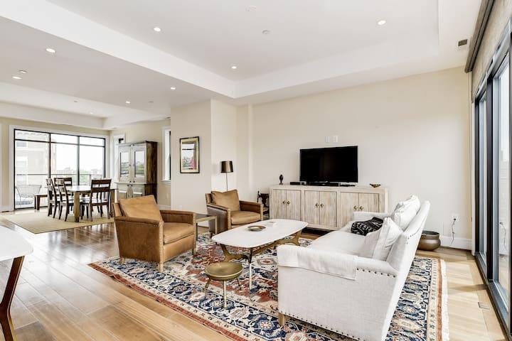 Luxury DuPont Duplex/Anna Maria Residences 502