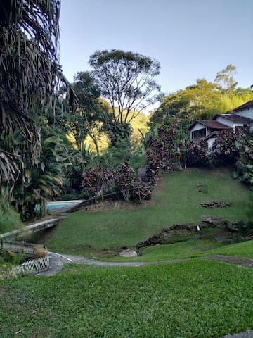 Sítio em área rural de Teresópolis. Muito verde.