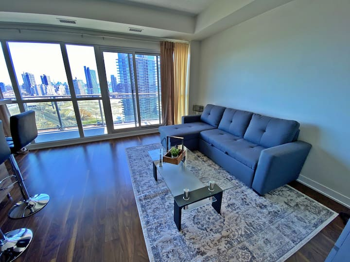 Charming and cozy condo by the lake with parking