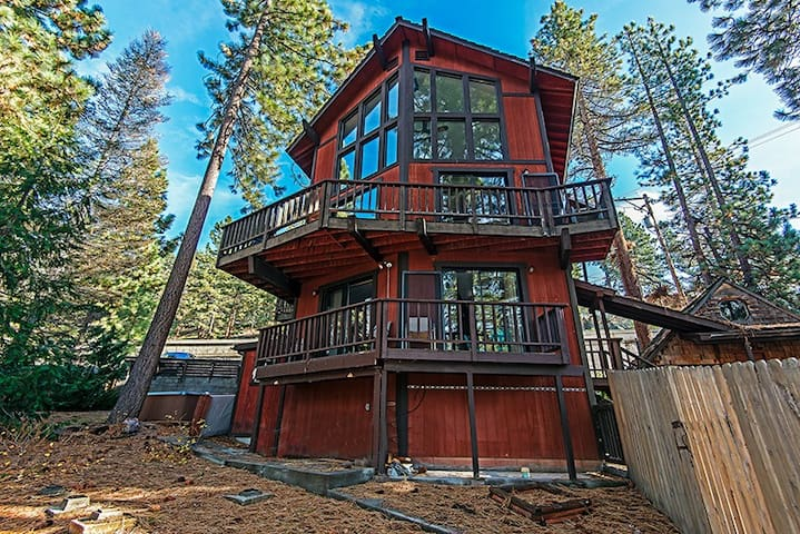 6 bedroom Lakeside Estate