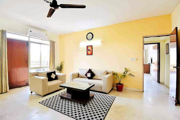 Cozy City Centre Apt @ MG Road near DLF CyberHub!