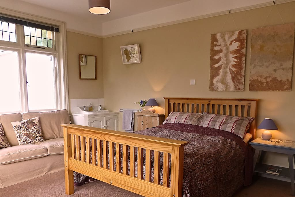 Large double bed sitting room