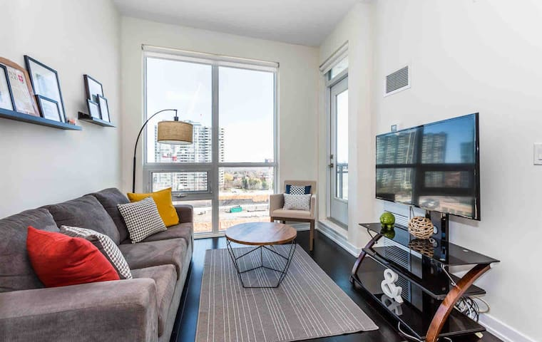 Elegant- 1BD Square One Condo, Fully Furnished