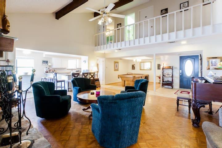 7 bedroom Wimberley Retreat! - San Marcos