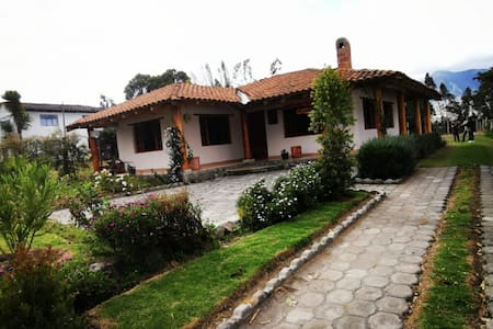 Countryside house in  charming pueblo of Quitugo