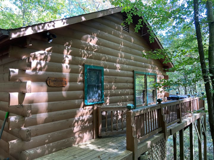 Hammer & Fiddle, Rustic Cabin among the Treetops