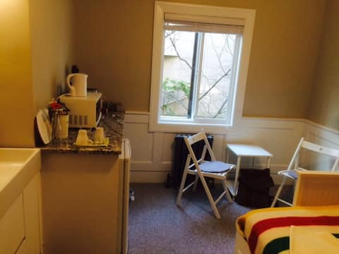 single person Room 87 stpes to kits beach!
