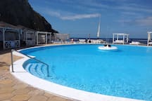 Luxury apartment with solarium, right on the ocean