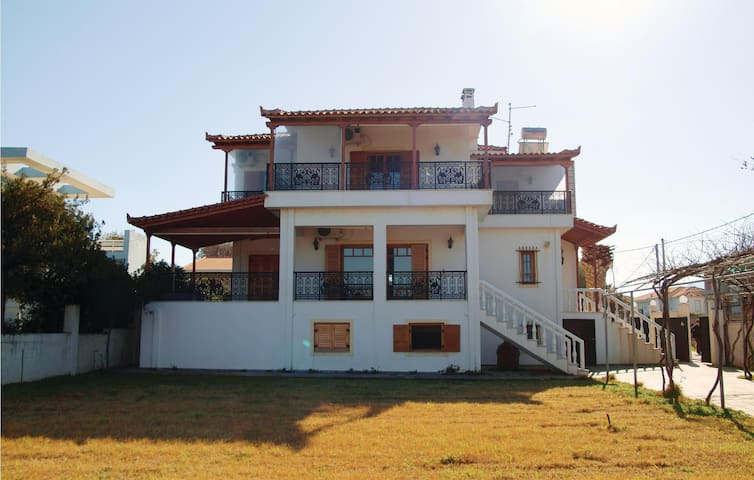 Holiday cottage with 5 bedrooms on 126m² in Kato Assos Peloponne.