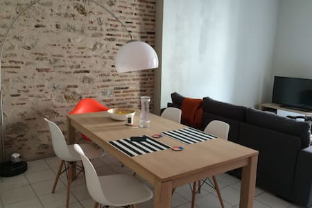 Clean and Spacious, apartment in the city center - Cahors - 公寓