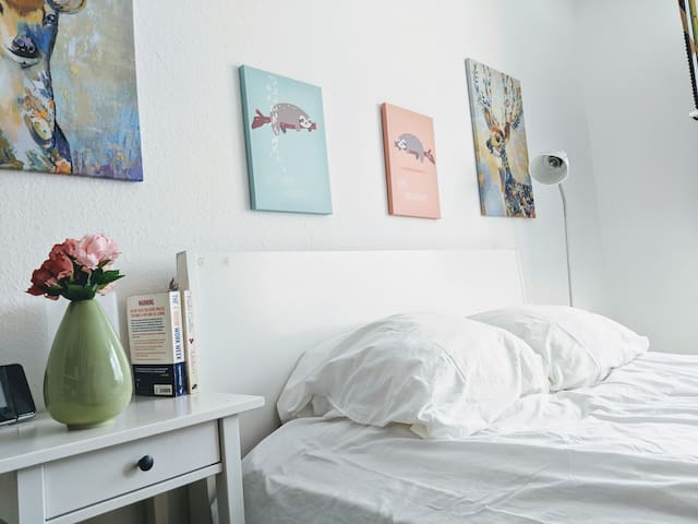 The Cozy Roomy!
