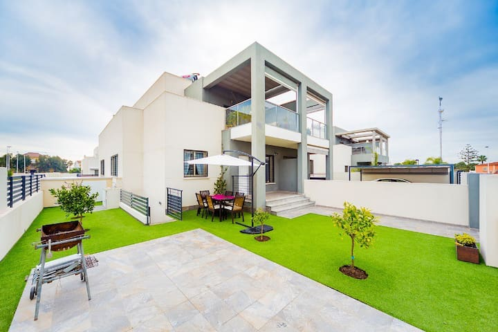Modern house in a quiet residence - Torrevieja - Huis