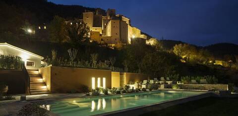 """La Scuola"" - House in an Umbrian castle village"