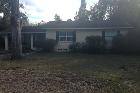 Comfortable home near historic downtown DeLand. - DeLand