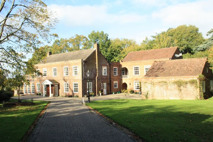A fantastically located large Country House