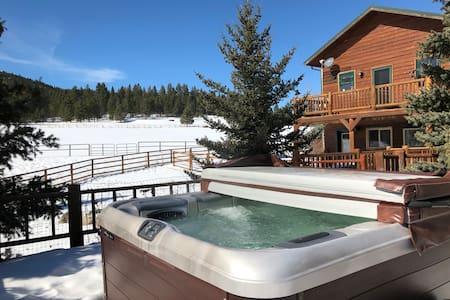 Horse ranch w/hot tub, backs to hiking trails!