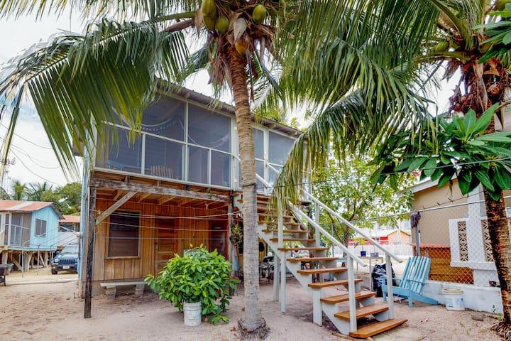 Cozy renovated cabana near the beach with screened porch & hammock