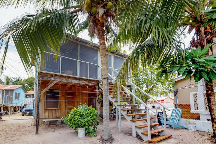 Renovated cabana near the beach with a screened porch, hammock, and free WiFi!