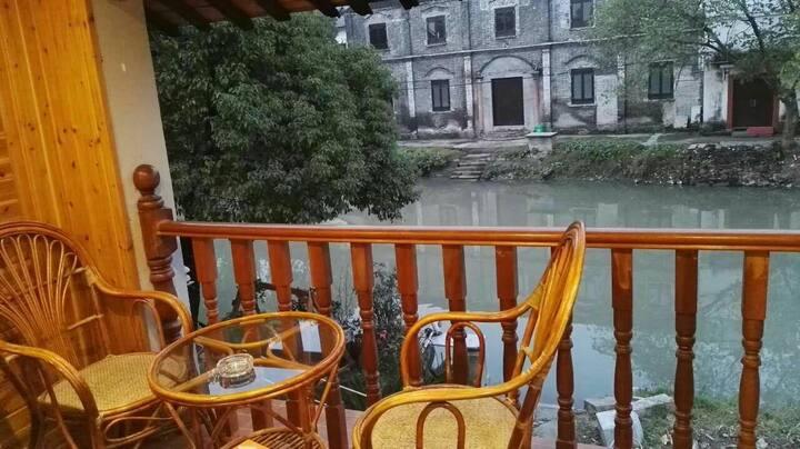 乌镇福昌桥客栈 特色临水阳台亲子房(标间) 免费停车  可提供免费早餐