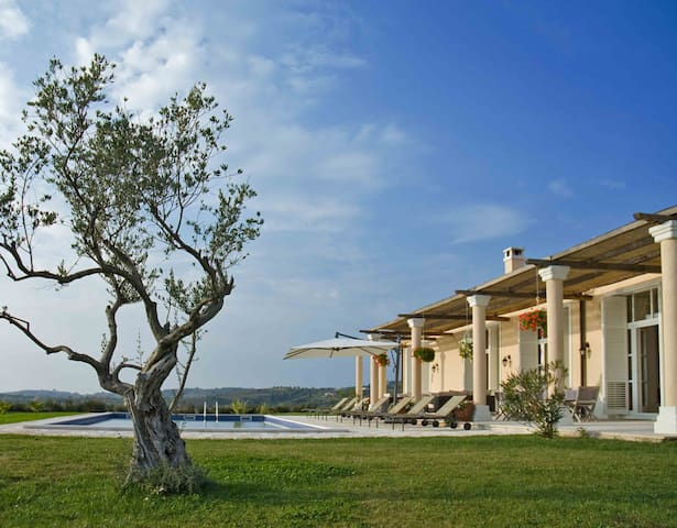 Luxury Staffed Villa with Private Pool - Grožnjan - Vila