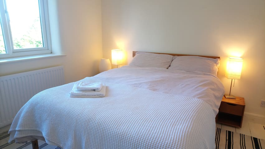 This is a large double bedroom, that is very tranquil overlooking the rear garden.